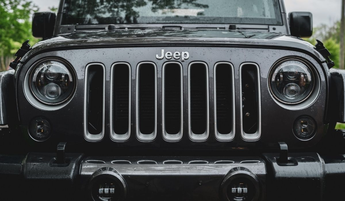 Read more about the article 4.0L-Inline or 3.8L-V6 Engine for Jeep Wrangler, Which is more reliable?