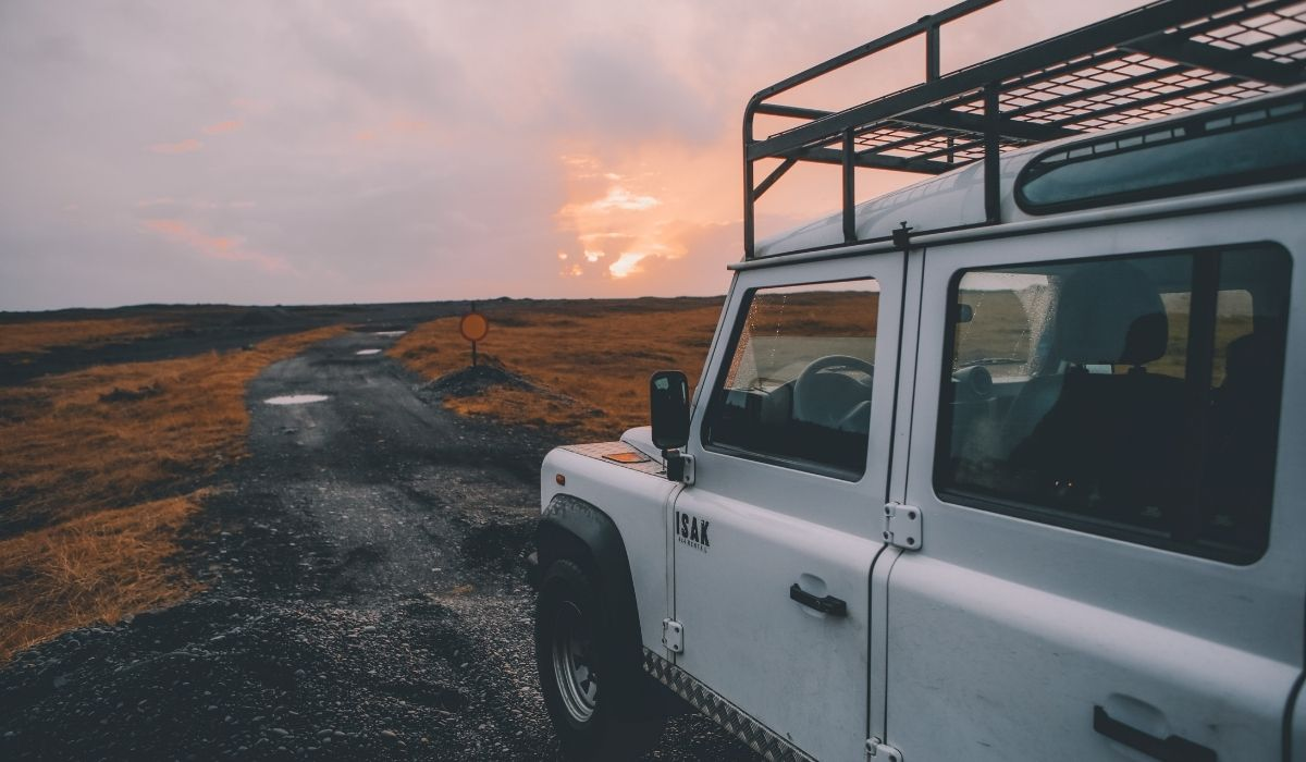 Read more about the article Roof Top Tent & Roof Rack For Camping on Jeep Wrangler | 9 Things to Consider