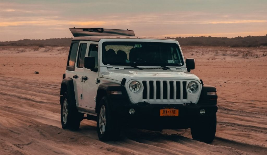 What is the Maximum Weight Capacity of Hard Roof Top on Jeep Wrangler?