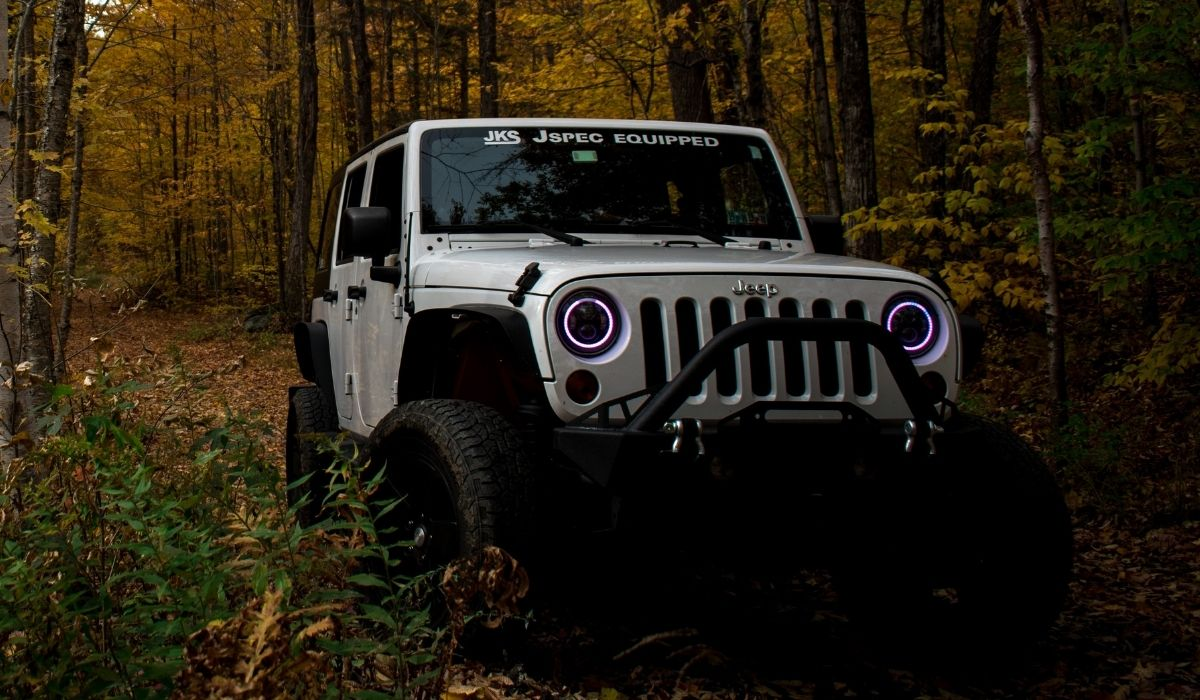 Read more about the article 8 Best Ways to Store Water on Jeep Wrangler for Camping Offroad