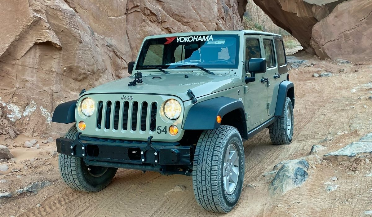 Read more about the article Winch on jeep wrangler stock bumper| Advantages and disadvantages