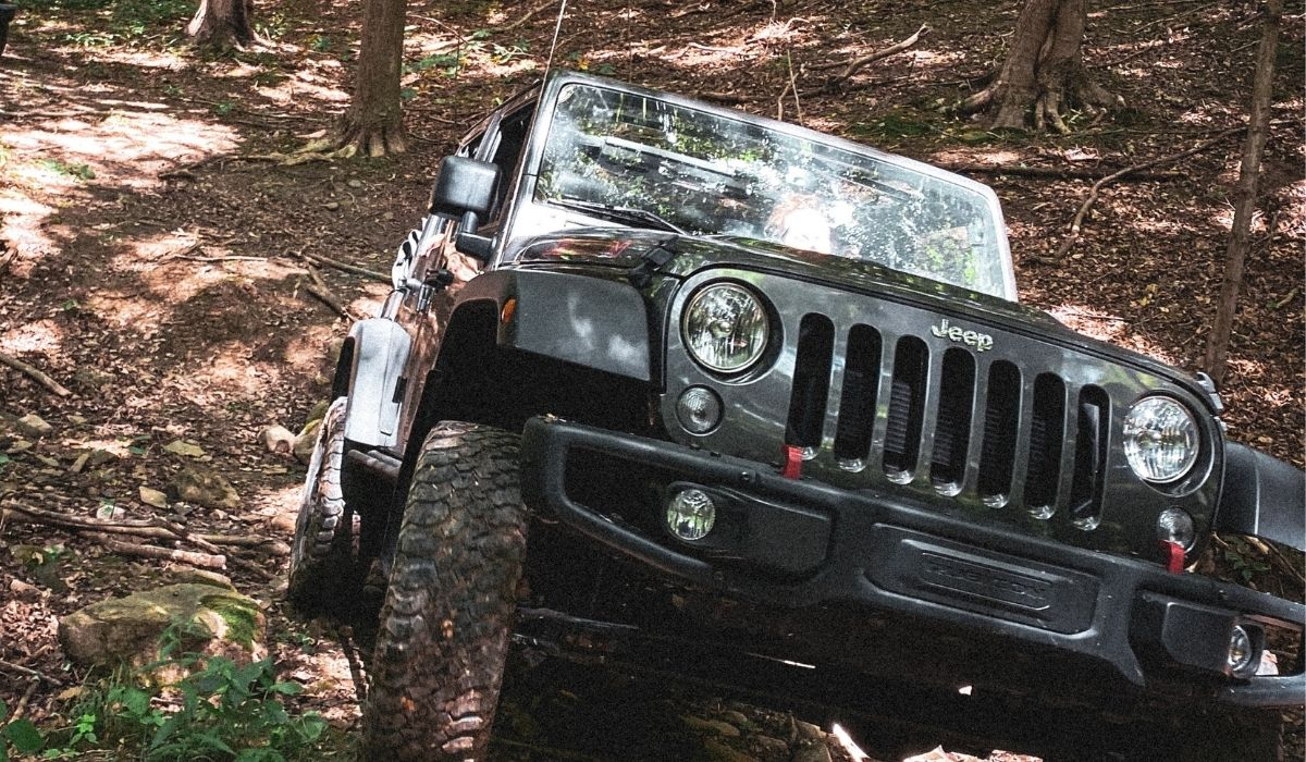 Read more about the article How to fix jeep wrangler hard top leaking with simple steps?