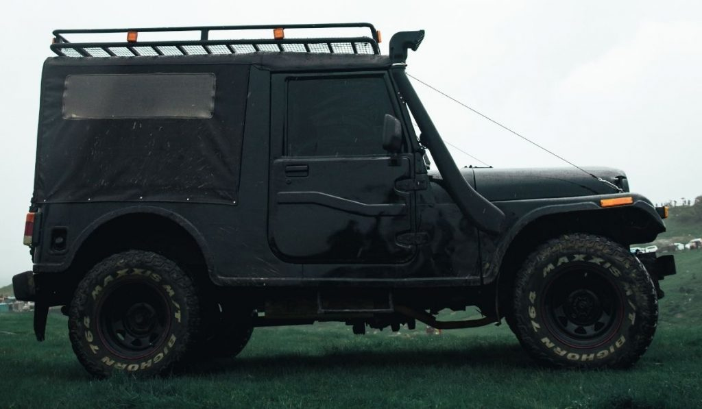 How to replace a jeep wrangler windshield?